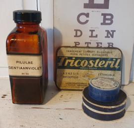 Oude/antieke apothekersspullen. o.a. medicijndoosjes/pleisterblikje