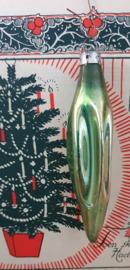 Oude/antieke kerstbal: Pegel in oudgroen. 9,5 cm.