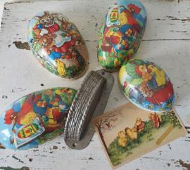 Beter een half EI ... set van 4 oude Candy Containers + chocolademal + oude paaskaart