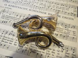 Oude kerstbal. Hoorn/trompet - goudkleurig.