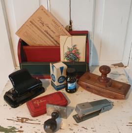 Oude/antieke kantoor/bureauspullen & stempels