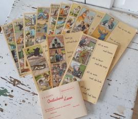 Uit Ca, 1950: Complete set van 12 stuks Taalkaarten uit de serie ONTLUIKEND LEVEN van E.A. Alderts. Serie II en IV Met wikkel!