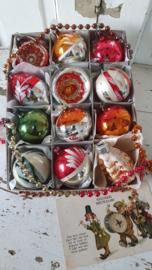 Doos met 12 stuks Prachtige oudjes, uit oma's boom ... incl. oude kerstkaart uit 1916