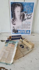 2 kleine oude tubetjes NIVEA en NIVERA + NIVEA advertentiekaart