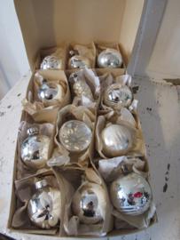 12 stuks mooie oude/antieke kerstballen in doos met deksel