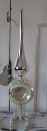 Oude Piek: met parelmoer deuk - reflex. Besuikerde rand. 24 cm. hoog