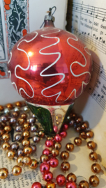 Antieke kerstbal: Grote Tol. 9 cm. hoog. Aan oude hanger