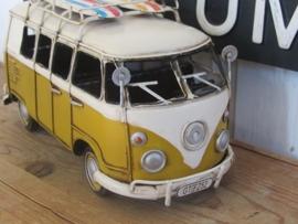 VW busje T1 met surfboards - okergeel. Metaal.
