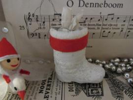 Oude/antieke kerstbal: laars v.d. kerstman. - besneeuwd laarsje