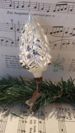 Oude/antieke kerstbal: Dennenboom - kerstboom op clip. Witte deco