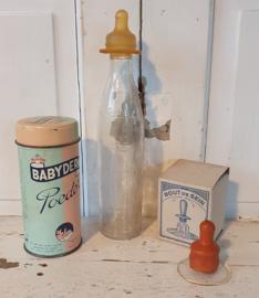 Oude 3-delige set voor de baby! BABYDERM talkpoeder, antiek tepelhoedje in doos + oude zuigfles met speen