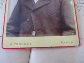 De GROOTSTE Snor?  Grote kabinetfoto. ca. 1900. Albert Prouzet, Paris