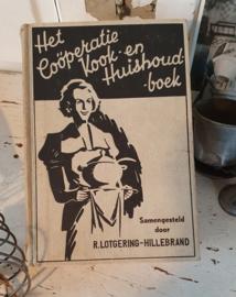 Het coöperatie Kook-en Huishoudboek. Uit 1938. door R.Lotgering-Hillebrand. Uitgave van HAKA