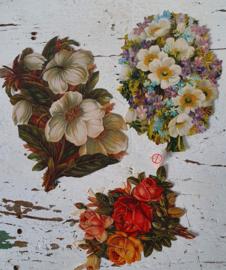 3 stuks prachtige GROTE nostalgische poesiealbumplaatjes. Stevig papier