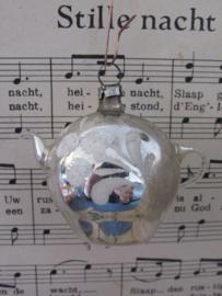Antieke kerstbal: Theepot met witte deco - B