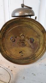Antieke wekker met bel. Van klokkenwinkel A. Gysen - Spreeuwers, Bree
