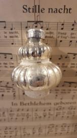 Oude/antieke kerstbal: Prachtige Lampion. Besuikerd