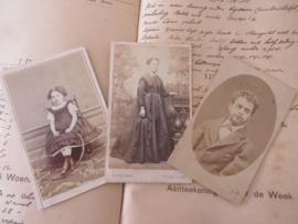 Set van 3 CDV's - Cartes de Visite - uit ca. 1900. - 3