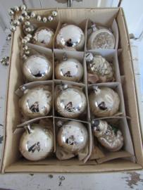 12 stuks Prachtige oudjes! o.a. Kerstman, Deukbal, dennenappel