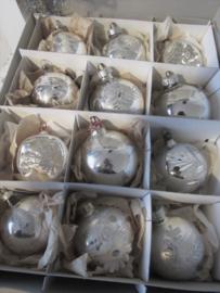 12 stuks prachtige oude kerstballen in doos met deksel