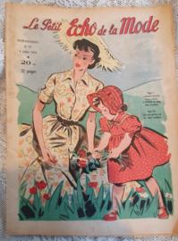 Uit Juli 1957: tijdschrift Le Petit ECHO de la MODE
