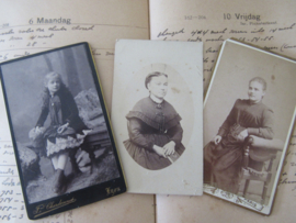 set van 3 CDV's - Cartes de Visite - uit ca. 1900 - 7
