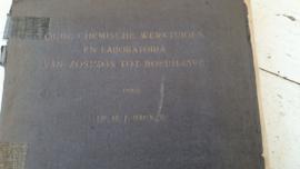 Rariteitenkabinet:  Oude Chemische Werktuigen en Laboratoria van Zosimos tot Boerhaave . Dr. H.J. Backer. 1918