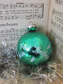 Oude/antieke Kerstbal: in groen met 'Vrolijk Kerstfeest' in 5 talen!