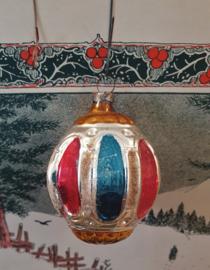 Antieke kerstbal: Bijzondere lampion - ornament. In oude kleuren