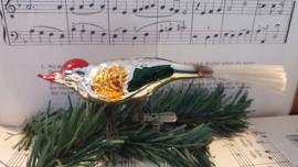 Oud Vogeltje op clip. in zilver met rood/oud goud en groen