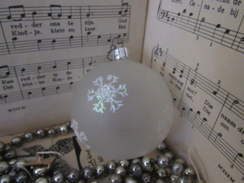 Oude/antieke kerstbal: Mat transparant met ijskristallen