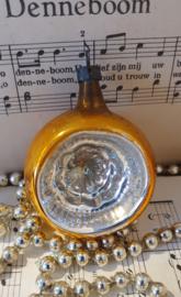 Oude/antieke kerstbal: Deukbal in oud goud