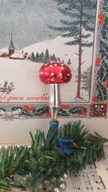 Oude/antieke kerstbal: Paddenstoel op clip