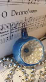 Oude/antieke kerstbal: Deukbal in oud blauw en parelmoer