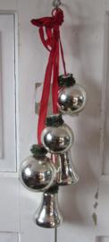 Oude Tros kerstballen: 3 ballen + 2 klokken. G.D.R.