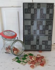 Uit de oude drukkerij: GROOT Cliché voor LOTTO/BINGO kaarten. + potje Lotto nummers..