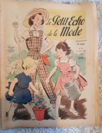 Uit Augusrus 1952: tijdschrift Le Petit ECHO de la MODE
