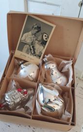 4 prachtige oude Grote XL ballen in doos met deksel + oude kerstkaart