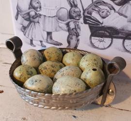 Oude dubbele chocolademal gevlochten Mandje - Paasmandje. met klemmen. fabr. TILBURG