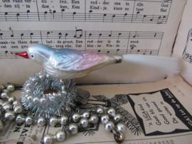 Oude/antieke kerstbal: Prachtige vogel in parelmoer/pastel. Dubbele pootjes! (Q)