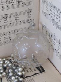 Oude/antieke kerstbal: Bijzonder transparant met zilverglitter en wit. Czechoslovakia