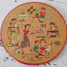 Superschattige houten puzzel uit de jaren 50/60 met spelende kinderen
