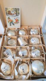 Doos met 12 prachtige oude/antieke kerstballen + oude kerstkaart