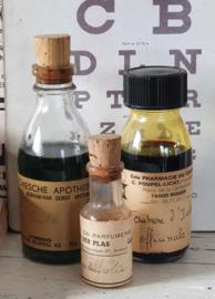 3 prachtige oude/antieke medicijnflesjes uit diverse Apotheken