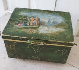 Oma's theeblik ... op pootjes!  Van Douwe Egberts voor PICKWICK thee. ca. 1930-1940