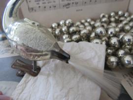 Oude/antieke kerstbal: ZWAAN op clip, met staart van glasvezel (B)