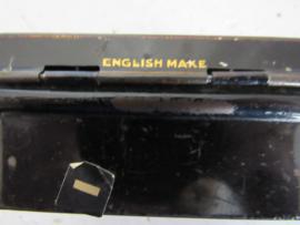 Schattig klein sleets Spaarblikje. English made