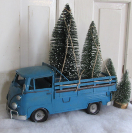 DELIVERING THE CHRISTMAS TREES ... Grote VW PICK UP, met gratis Borstelbomen.