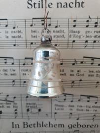 Oude/antieke kerstbal GDR: Lief klein klokje met klepel