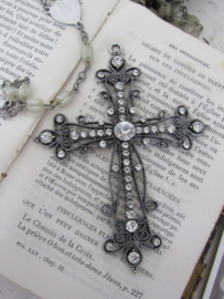 Prachtig GROOT Kruis met strass-steentjes. 9 cm. hoog. A